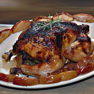 Курица с медом и яблоками в духовке